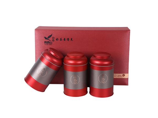鸦鹊山白茶礼盒的包装有质感,与我们的企业品牌调性很搭