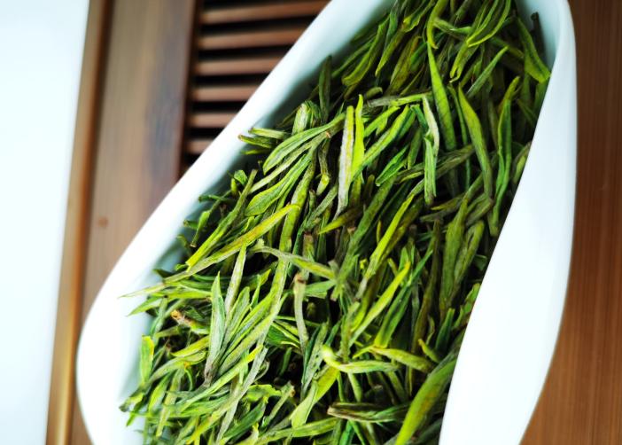 从滋味上说,高山茶比平地茶更好喝