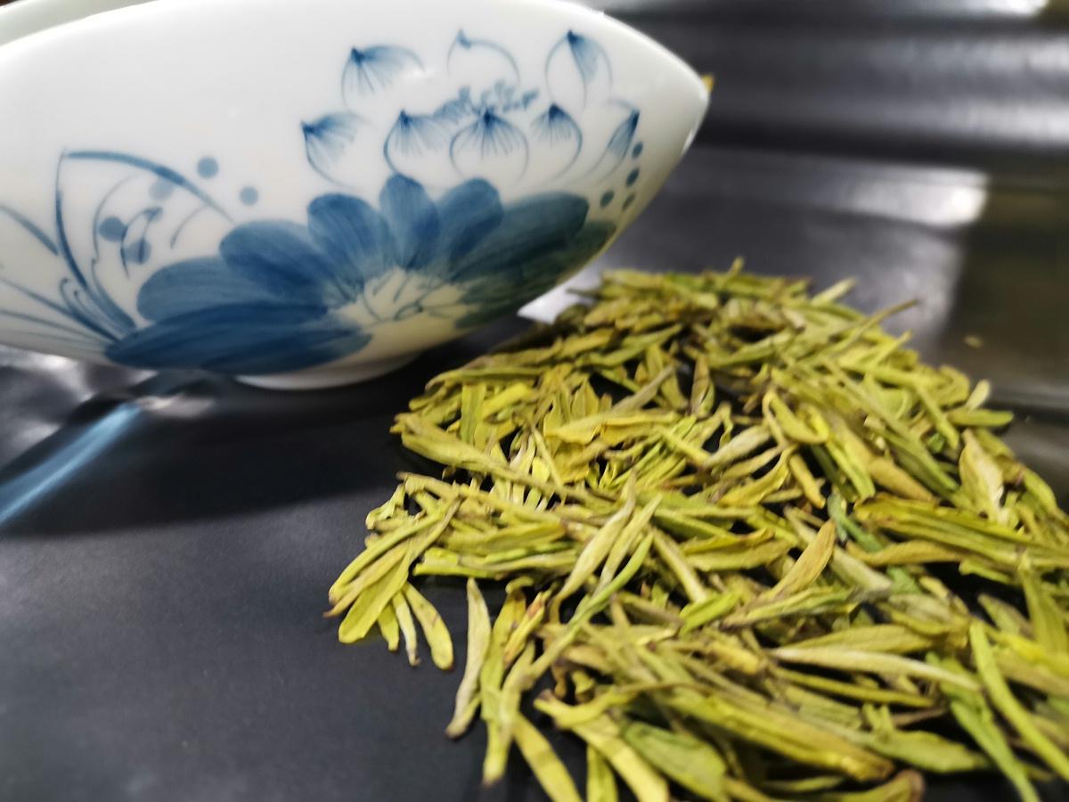 黄金茶和菊花一起泡吗?可以去火吗?【鸦鹊山】