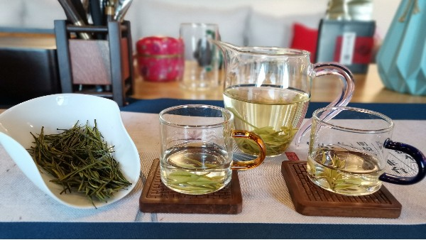 茶叶礼盒配哪些东西?最新的礼品搭配营造满满的高级感!【鸦鹊山】