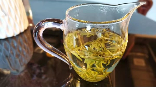 为什么高山茶有浮油 ?是农药残留吗?【鸦鹊山】