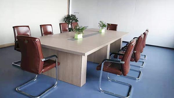 鸦鹊山公司会议室