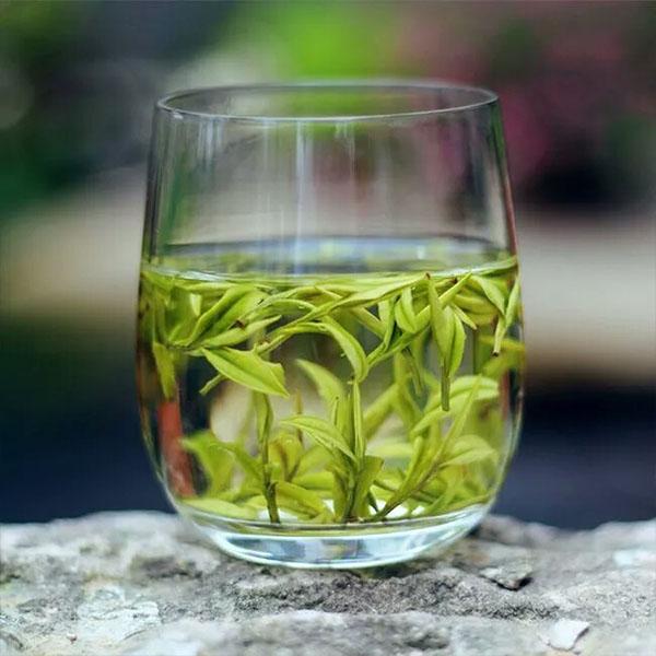 玻璃杯茶叶