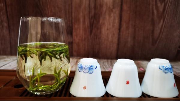 老茶客说的茶中生津与锁喉具体指哪些表现?【鸦鹊山】