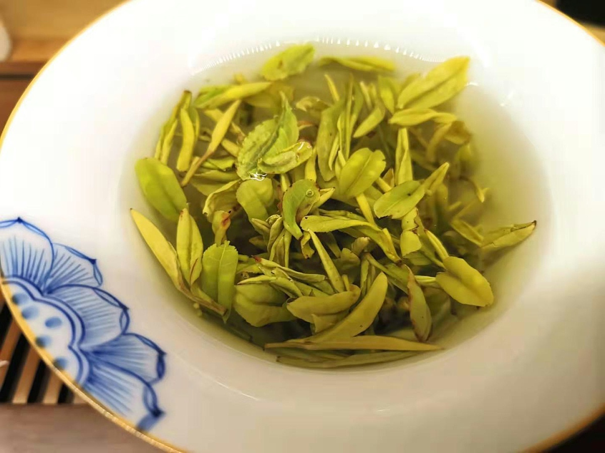 胃不好能不能喝黄金茶?会不会对肠胃造成刺激【鸦鹊山】