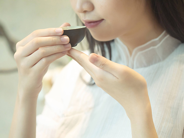 女生长期喝黄金茶好吗?常喝茶的女孩状态都很好【鸦鹊山】